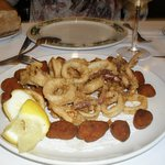 Calamares y croquetas de marisco
