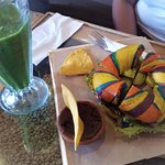 Smoothie with Rainbow Bagel... a explosion of colors!!