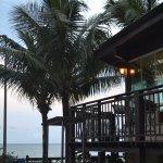 VIsta parcial del restaurant / desayunador con vista directa al mar