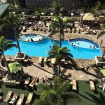 Photo de Embassy Suites by Hilton Waikiki Beach Walk