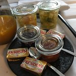 confitures et salade de fruits maison excellentes!