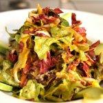 Frühlings-Salat mit Paprikavinaigrette