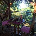 Zoé Cabane, sur le deck, petit déjeuné