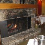Un bon repas au bord du feu