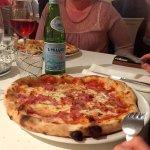 Pizza with prosciutto and mozzarella.