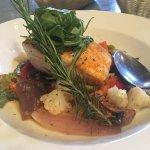 Buena experiencia, servicio excelente. Entrada cazuela de mariscos, plato fuerte pesca del día (