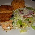 Salmon rosado con ensaladas. Delicioso !!