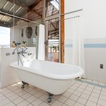 glasscottage-bath_large.jpg