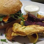 beanburger with vegetable-wedges
