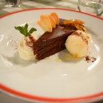 Torta al cioccolato con arancia caramellata