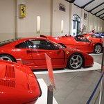 enkele van de tentoongestelde auto's