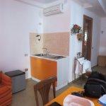 sala de estar y cocina, muy comoda y amplia
