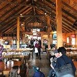Grande salle à manger conviviale de la Cabane à Sucre Hilltop!