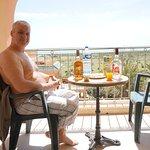 l'apéros sur la terrasse de la chambre vue sur la mer
