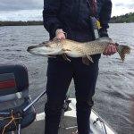 Matériel de pêche mis à disposition de grande qualité et excellente population du lac en brochet