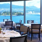 Breathtaking views of Vancouver's inner harbour and local mountains!