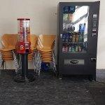 Zusätzliche Automaten für Snacks und Getränke