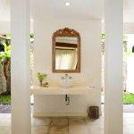 Wash Basin, mirror