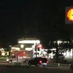 對面Shell加油站有7-11便利商店