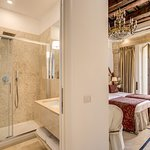 Classic Suite has a private bathroom, A/C, Free Wi-Fi, TV and a balcony overlooking the Pantheon