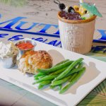 Jumbo Lump Crab Cake with Steamed Green Beans