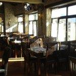 Άνετα τραπέζια με θέα του Δελφικού Τοπίου