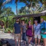 La famille Tabara (Anca & Liviu) avec le proprietaires Nathalie, Yves et Benjamin