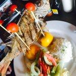 Excelente lugar , sabor del marisco muy rico , los calamares fritos con salsa tártara como entra