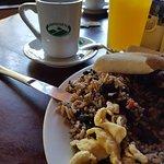desayuno Bufete 4.500 colones pinto, huevos, salchicha ,maduros,el mejor queso, café, tostadas m