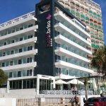 Vista principal del Hotel Brisa