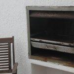 verdreckter Grill auf dem Balkon