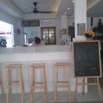 Photo de Castaway Guesthouse Hostel and Bar