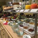 chambre supérieur et buffet petit déjeuner