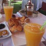 jus d'orange naturel et frais, boissons chaudes.