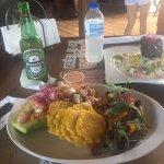 La comida es muy rica al igual los aperitivos, servicio excelente!