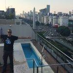 La pequeña piscina en la terraza