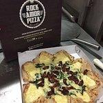 Pizza Marvilhosa com Boda vulcânica, de rúcula com tomate seco!! Melhor pizza que já experimente