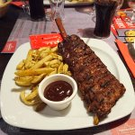 Ribs et frites avec sauce barbecue