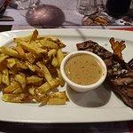 Coeur d'aloyau et frites avec sauce au poivre