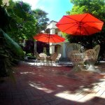 Foto of beautiful, tranquil patio where guests relax and have a meal.