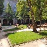 Le Palais Saint-Pierre, jardin d'une ancienne abbaye