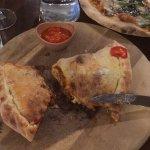 Picante carni calzone & vegan pizza