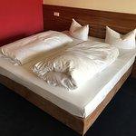 Dreibettzimmer, Doppelbett, Schlafcouch und Bad