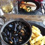 Produits frais : bar et moules marinières