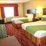 All of our rooms with two beds have queen size beds.