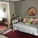 Photo de The Maid's Quarters Bed, Breakfast & Tearoom
