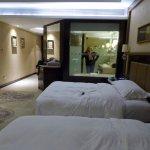 Photo de Embassador International Hotel