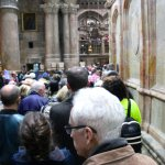 Long line circling around the Sepulchre to visit the tomb