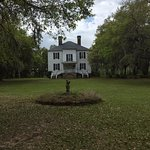 Picture of front of plantation house.