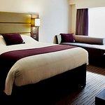 Foto de Premier Inn Dundee West Hotel